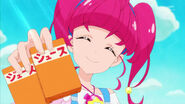 STPC2.38-Hikaru ofrece a Lala un poco de jugo