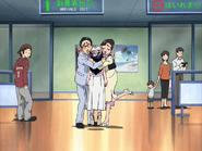 Honoka abrazo padres