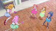 Ichika y compañia conocen a Mirai y Kotoha