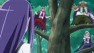 Trio del menor aparece entre los árboles