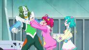 Hikaru ofreciendo un onigiri a Kappard