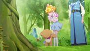 Mirai y Mofurun agradecen al arbol