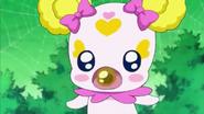 Majorina dandole a Candy un dulce natto gyoza para que no pueda usar su nariz