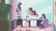 Momoka le pide a Tsubomi que la acompañe como modelo en una sesión de fotos