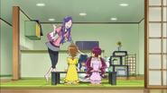 Momoka recibe a las chicas en casa