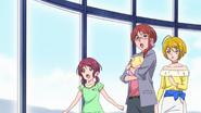 HuPC03.45-Kotori, Sumire y Homare observando al Oshimaida