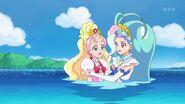 Mermaid ayudando a Flora