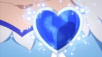 Love Link Diamond creates her brooch
