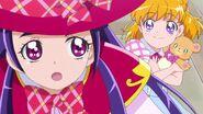 Mirai y Riko se dirigen a la estacion de tren