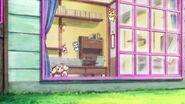 Nyatoran abre la ventana para que Latte salga afuera
