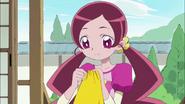 Tsubomi cosiendo la tela