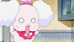 KKPCALM 01 Pekorin looks at Ichika stirring