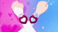 Lovely y princess alzan sus brazaletes