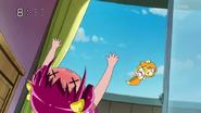 Pop se preocupa por Miyuki, pero llega Candy y se lanza sobre el