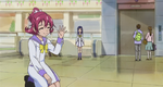 Mana waving to Michiko