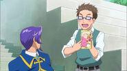 Daikichi enseyando una foto de Mirai cuando era bebe a Lian en el episodio 33