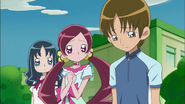 Hayashi les dice a todos que solo pudo llegar con su bicicleta hasta medio camino