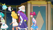 STPC11 The girls and aliens rush pass Ryoutarou to hide from Fuyuki