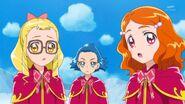 73. Las chicas observando la actitud de Riko con Mirai