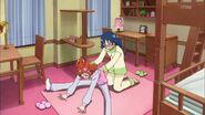Haruka pidiendole ayuda a Yui