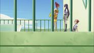 Yuri trata de detener a Sasorina
