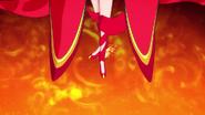 Scarlet dando un taconazo