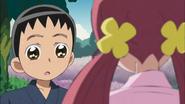 MItsuru le devuelve la caja musical a Tsubomi