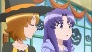 Yuko e Iona discutiendo sobre la relacion de Megumi y Blue