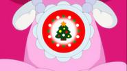 Ribbon sintiendo el poder de un arbol de navidad