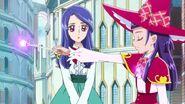 Liz observando como la varita y el colgant de Riko brillan