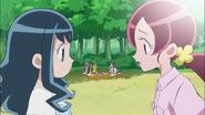 Tsubomi le cuenta a Erika la situación de Naomi