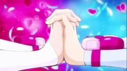 Lovely tomándose de las manos con Princess