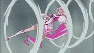 Kumojaki ataca a Blossom con su puño Tifón