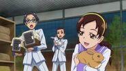 Miembros del consejo estudiantil ayudando a Yashima
