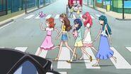 21. Haruka y las demas caminando