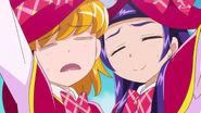 Mirai y Riko tratando de estar quietas