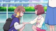 Nodoka y Chiyu ayudan a Hinata a encontrar a sus amigas
