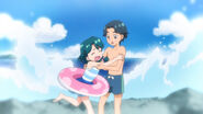 Minami de pequeña junto a su Hermano