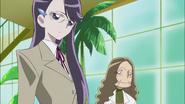 Yuri se encuentra con Tsubomi y Erika
