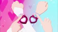 Lovely y Pirncess girando sus brazaletes