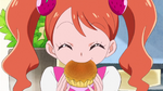 7KKPCALM17 Ichika eating her sweets from her mother