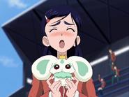 Honoka finge porun muñeco