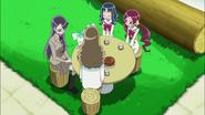 Tsubomi, Erika, Yuri y Kaoruko comiendo juntas