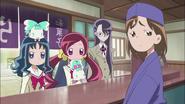Chizuko le cuenta a Tsubomi la situación que pasa su hermano