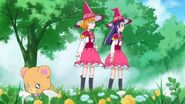 46. Mirai y Riko buscando a las mariposas junto a Mofurun