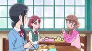 Nodoka menciona a sus amigas el trabajo de su madre