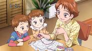 Rin enseñandoles sus accesorios a sus hermanos