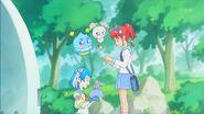 STPC4.06-Lala aceptando las bolas de arroz que Hikaru le dio