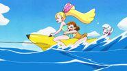 Ciel, Himari y Pecorin jugando con un flotador