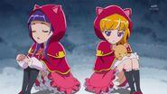 96. Mirai y Riko escondiadas en una cueva para que no sufran frio